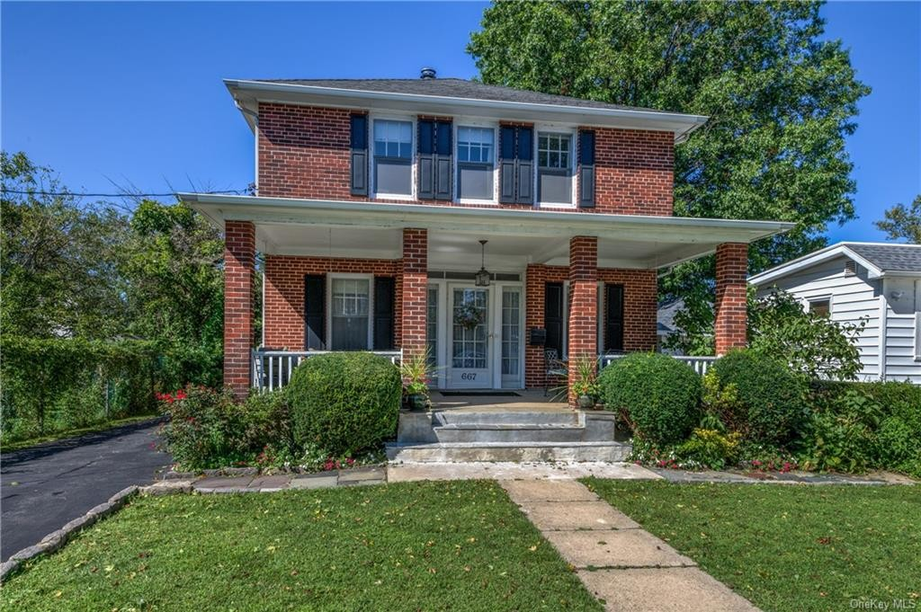 Updated 3-Bedroom House In City Island