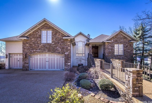 Updated 4-Bedroom House In Eagle Ridge