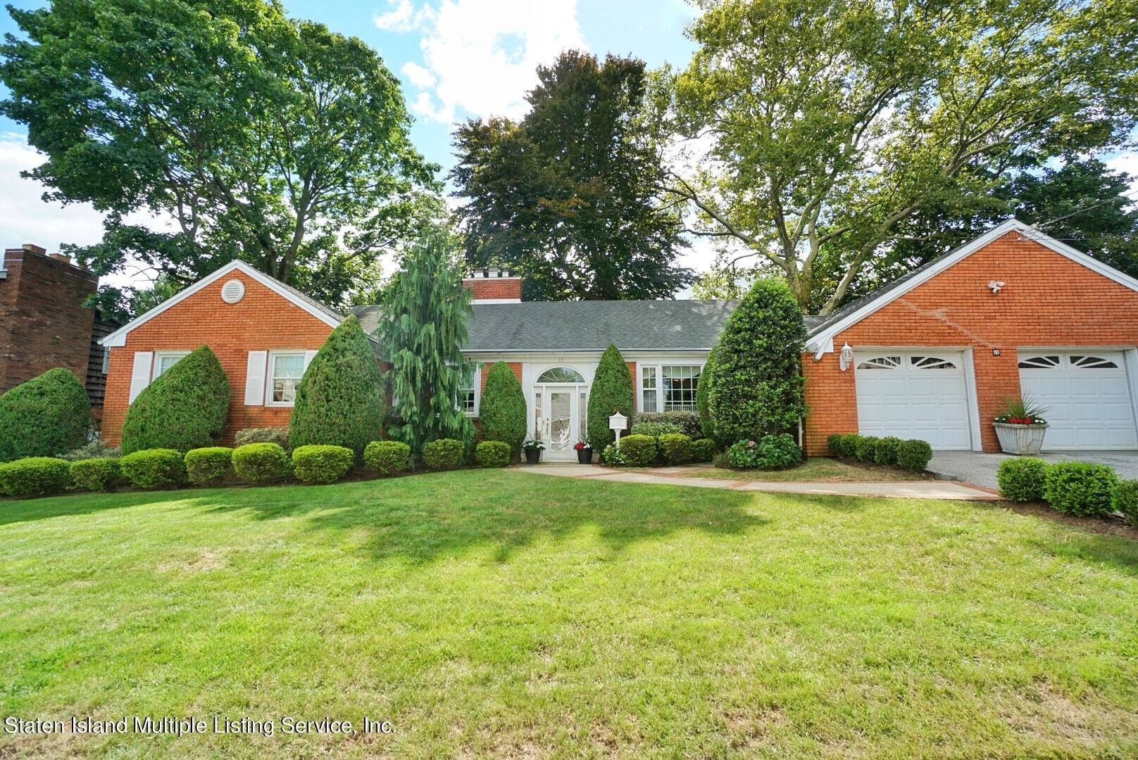 Stately 3-Bedroom House In Todt Hill