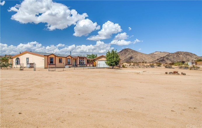 4-Bedroom Mobile Home In Yucca Valley