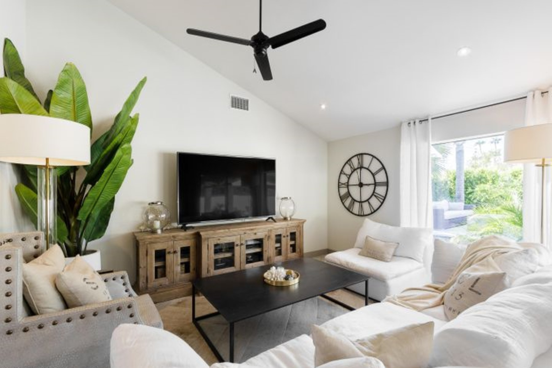 Remodeled 3-Bedroom House In West Cactus