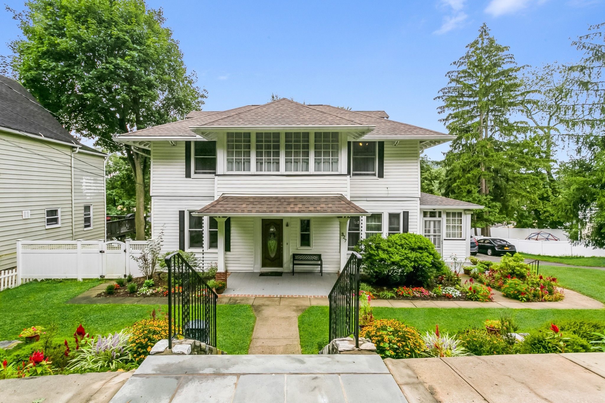 Updated 3-Bedroom House In Hawthorne