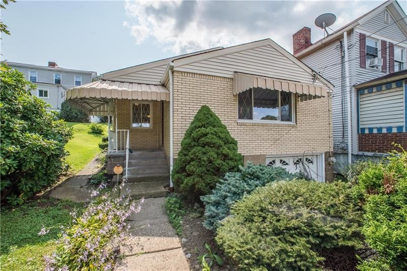 Updated 2-Bedroom House In Whitaker
