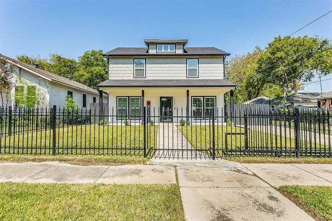 Remodeled 4-Bedroom House In South Hemphill Heights