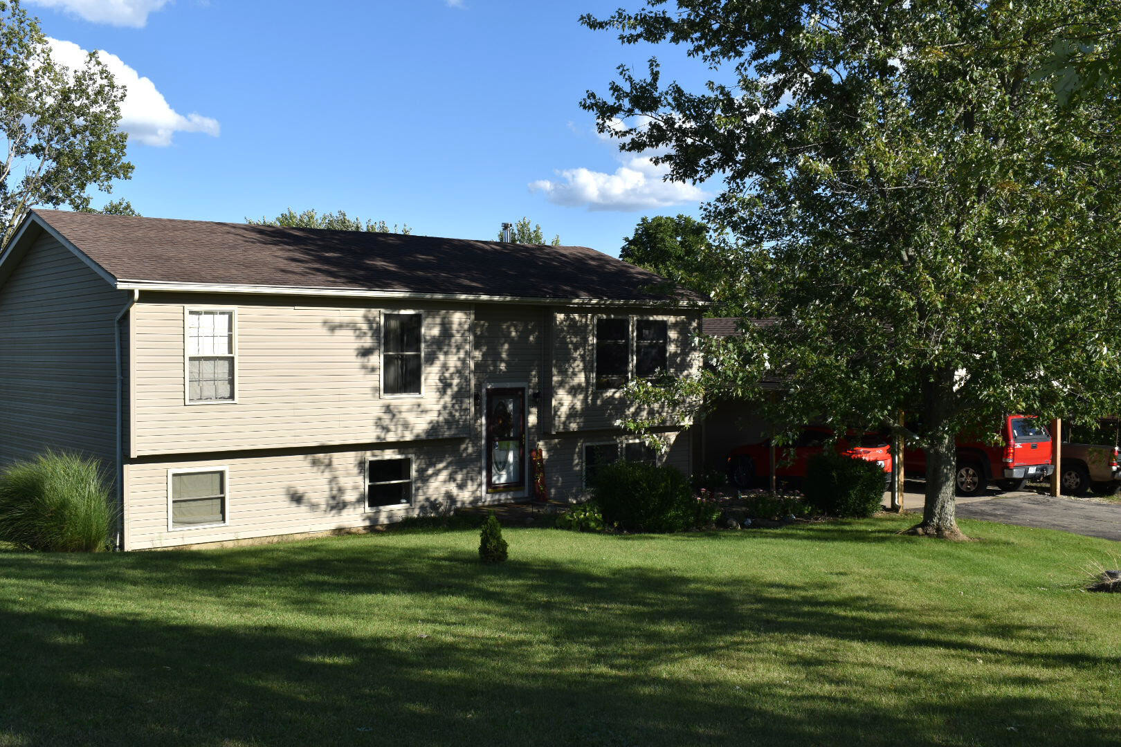 Updated 3-Bedroom House In South Vienna