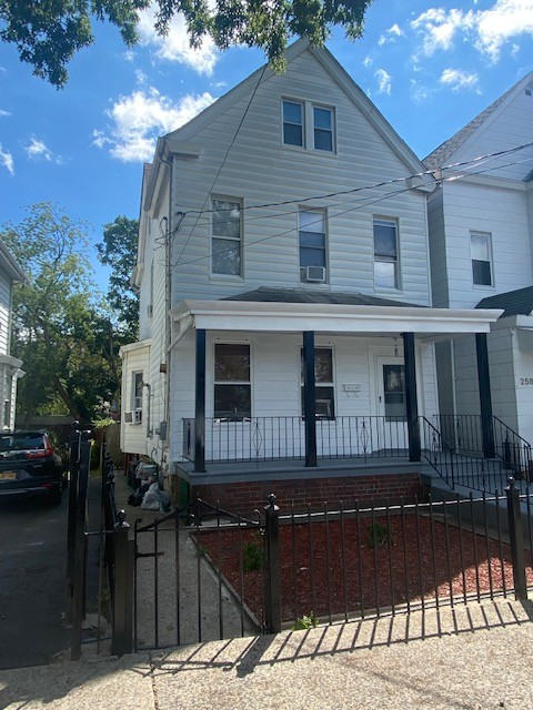 Renovated 5-Bedroom House In Westchester Village