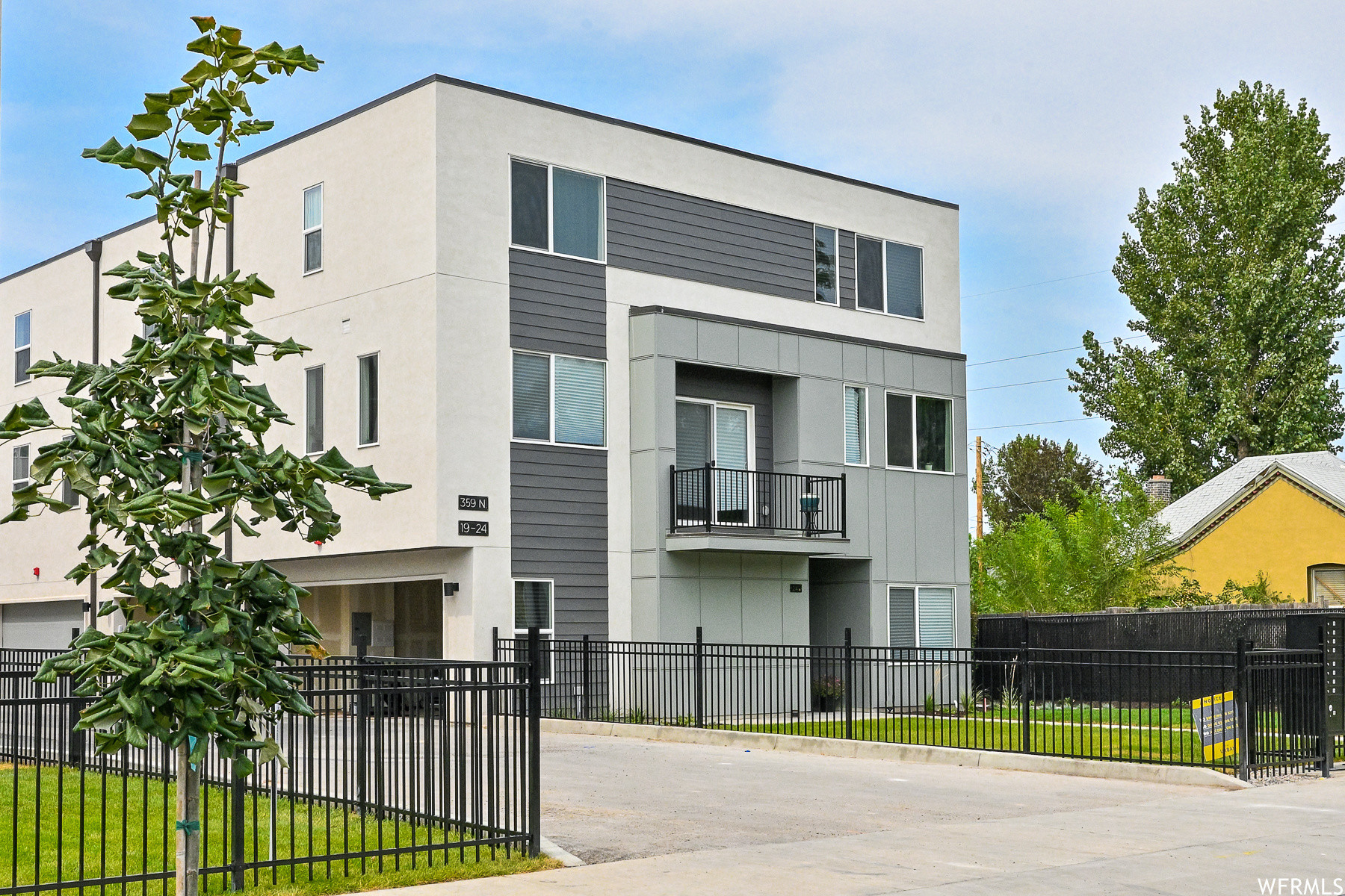 Upscale 2-Bedroom Townhouse In Fairpark