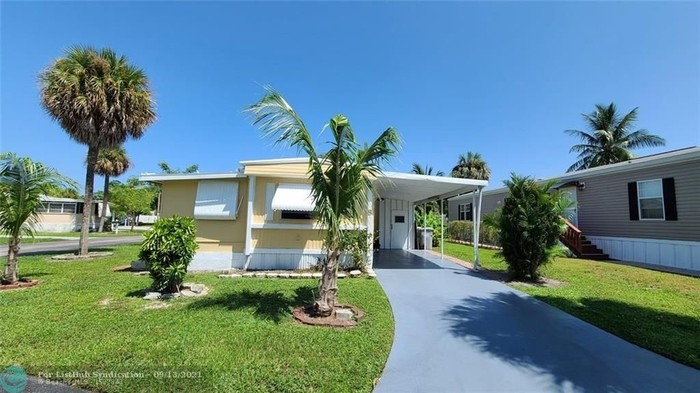 2954 SqFt Mobile Home In Cresthaven