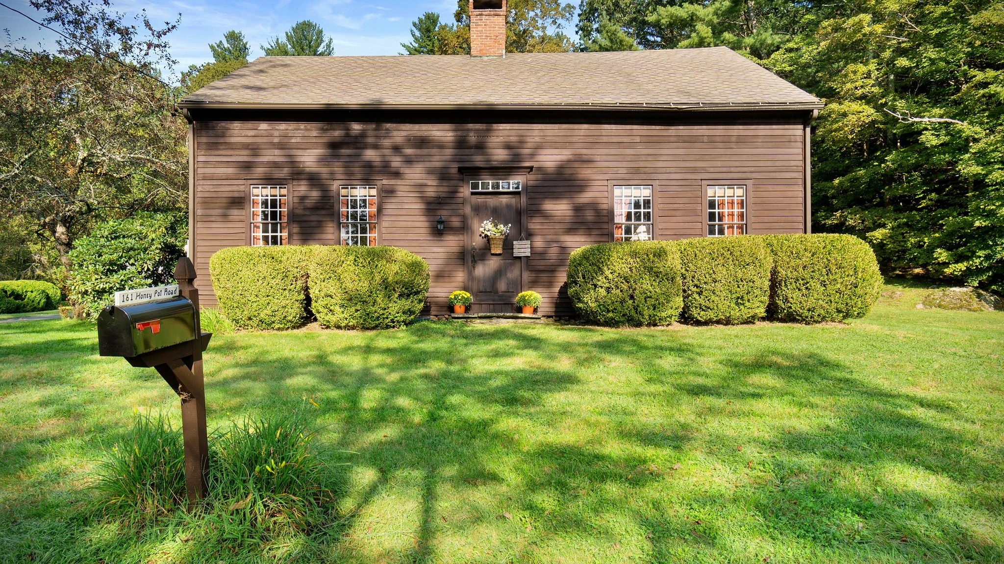 Stately 5-Bedroom House In Westfield