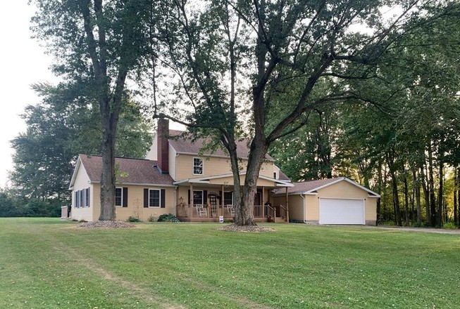 2-Story House In Galion