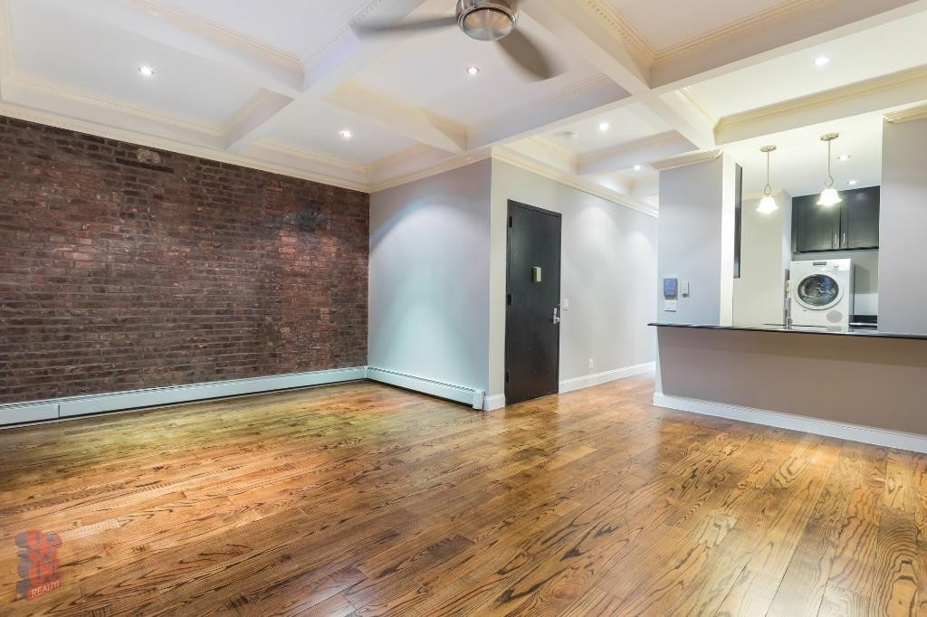 Renovated 4-Bedroom House In Washington Heights