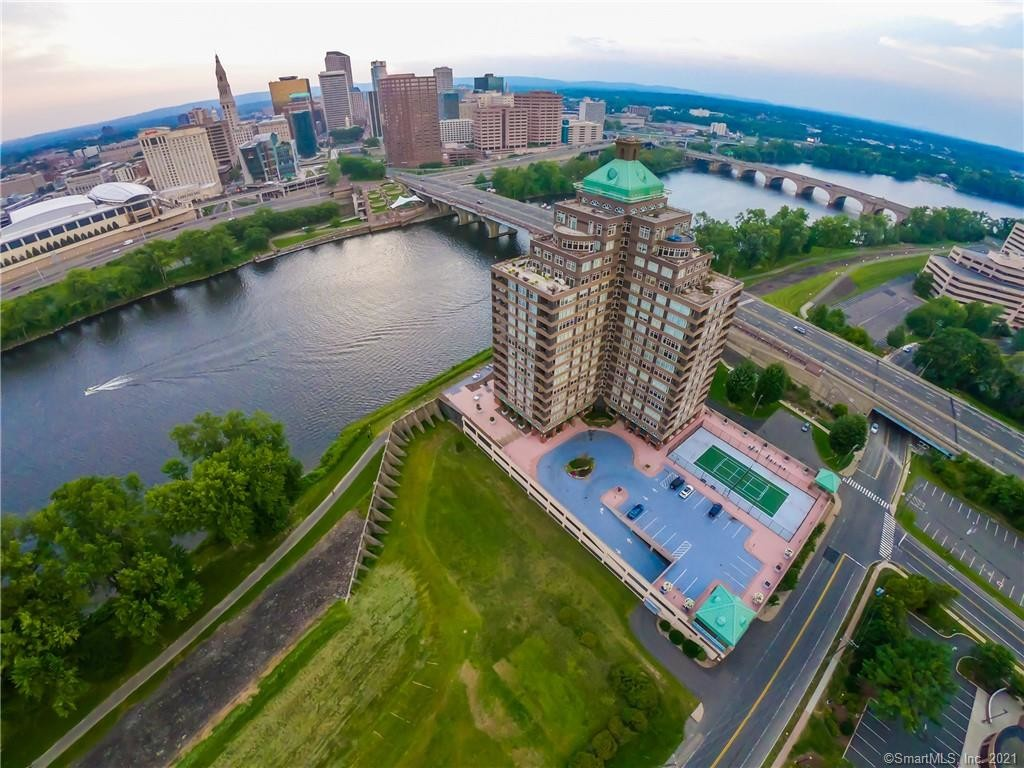 1198 SqFt Condo In Riverpoint On The Connecticut