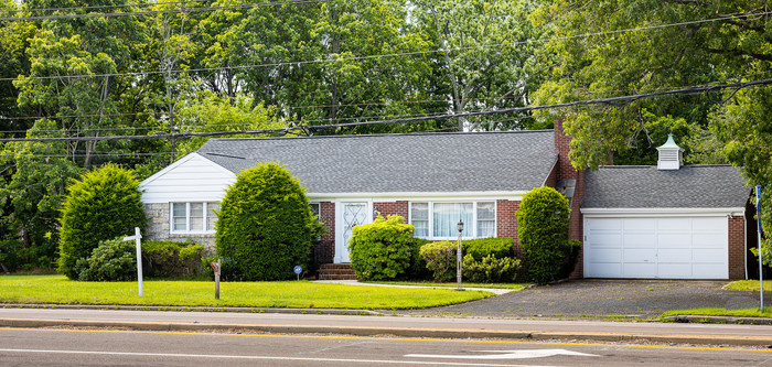 3-Bedroom House In North Patchogue