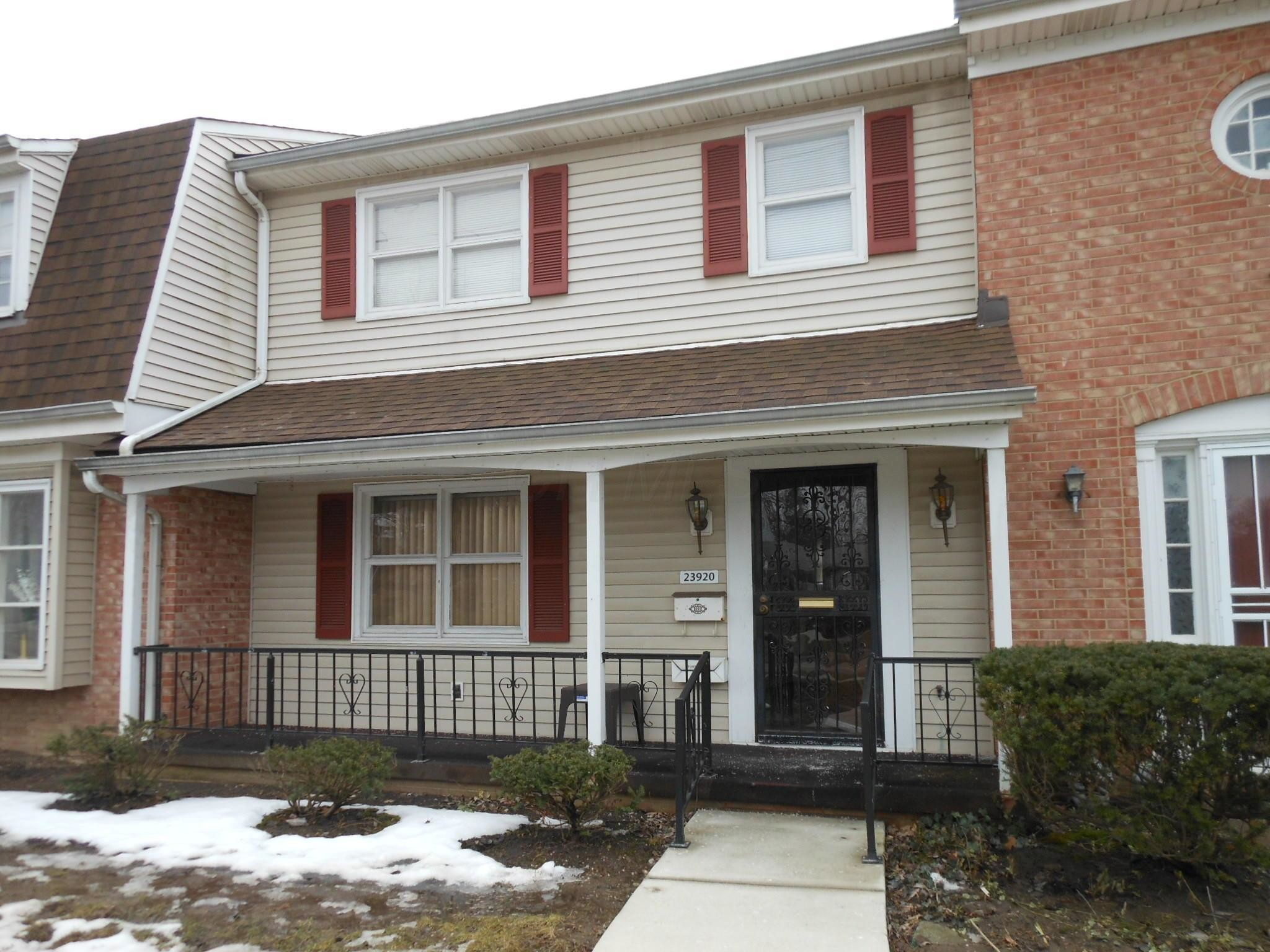 2-Story Condo In Bedford Heights