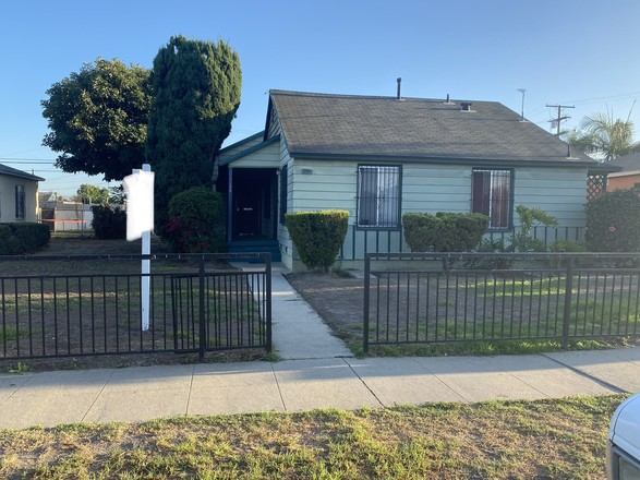 Multi-Family Home In Willowbrook