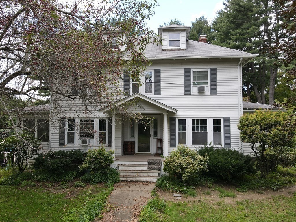 Updated 4-Bedroom House In Greenfield