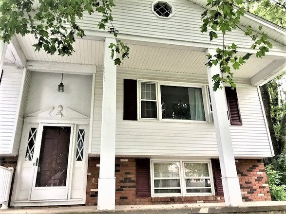 Updated 4-Bedroom House In Village Of Clinton