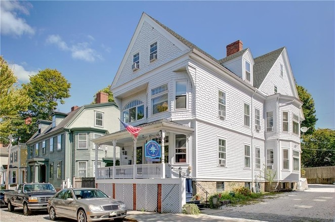 4542 SqFt House In Downtown Newport