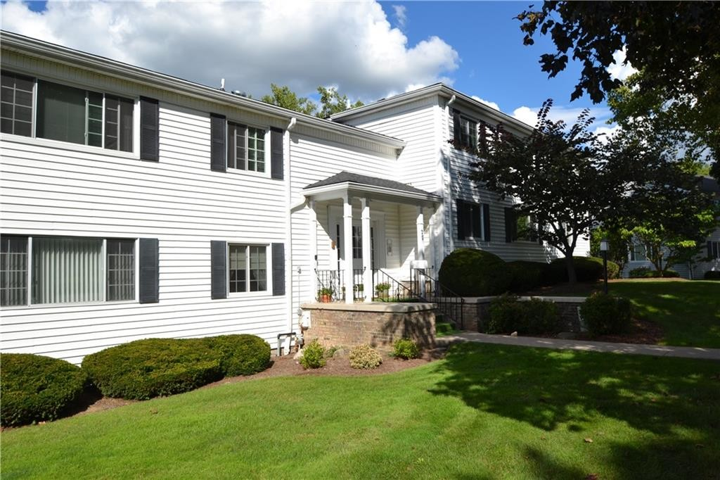 Upgraded 1-Bedroom Townhouse In Colonial Parkway Condominiums