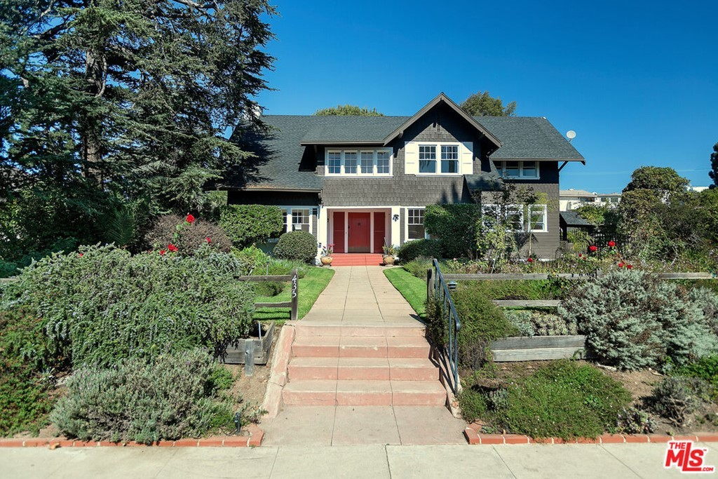 Updated 5-Bedroom House In North Of Montana