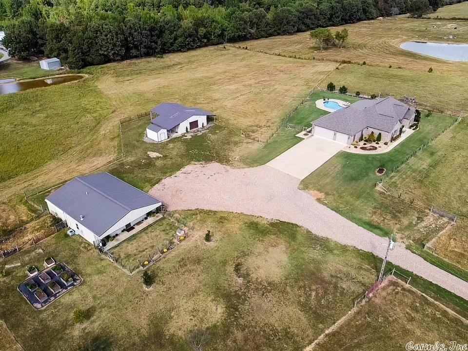 Multi-Family Home In Greenbrier