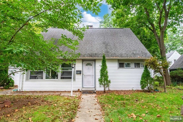 Renovated 4-Bedroom House In Teaneck