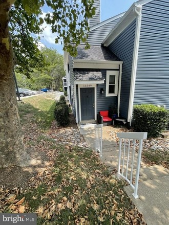 Renovated 2-Bedroom House In Ponds At Centreville Condominiums