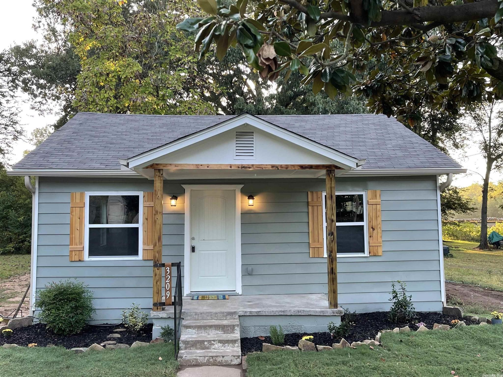 Refinished 2-Bedroom House In Meadowbrook