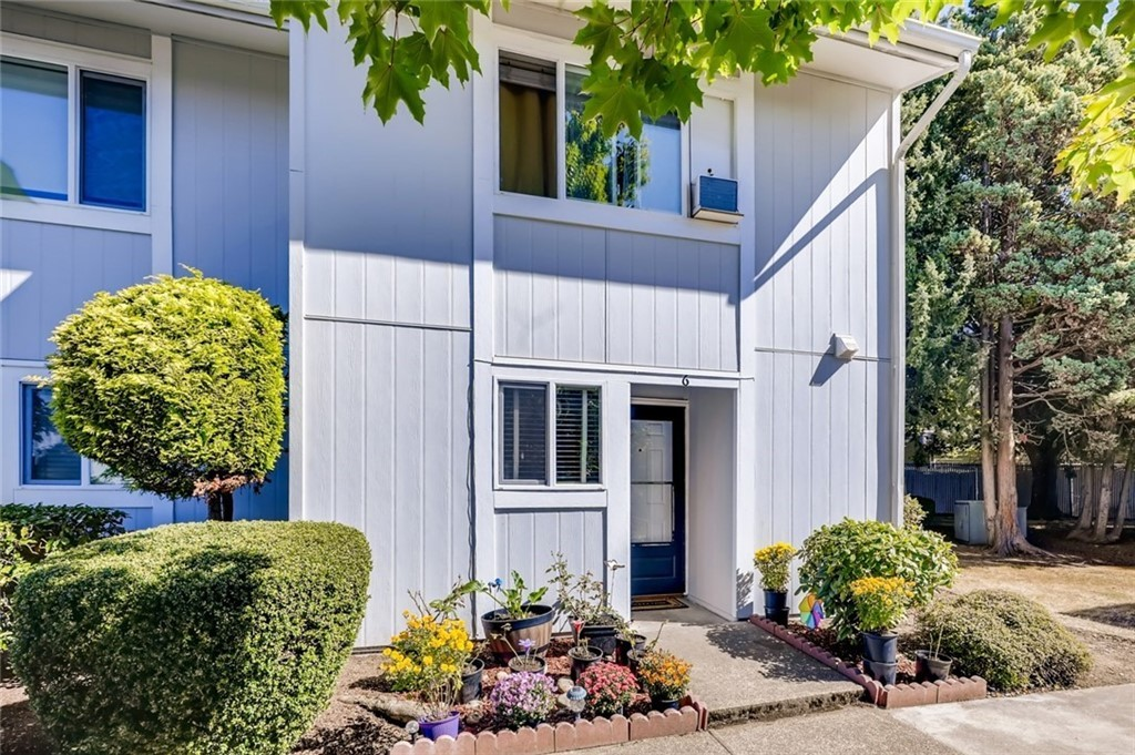 Updated 2-Bedroom Townhouse In Easthill Apartments