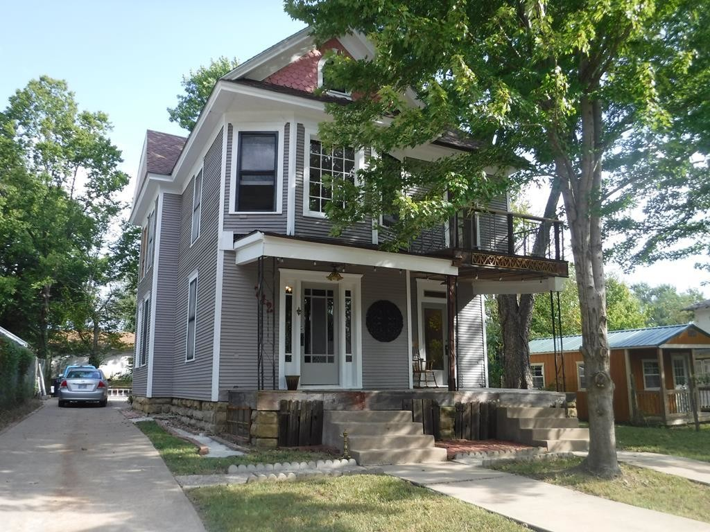 Updated 5-Bedroom House In Independence