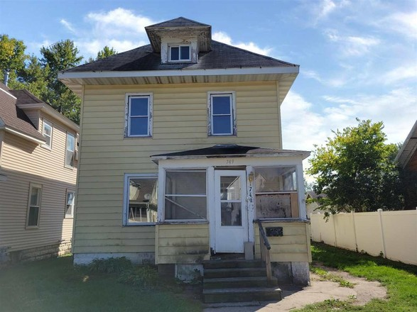 4-Bedroom House In Riverfront