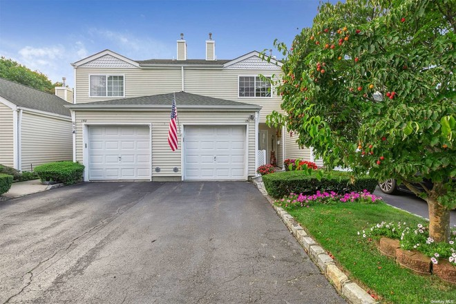 Updated 2-Bedroom Townhouse In Manorville