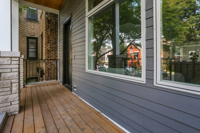 Luxurious 6-Bedroom House In North Center