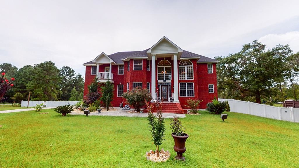 Stately 4-Bedroom House In Newcomer Farms