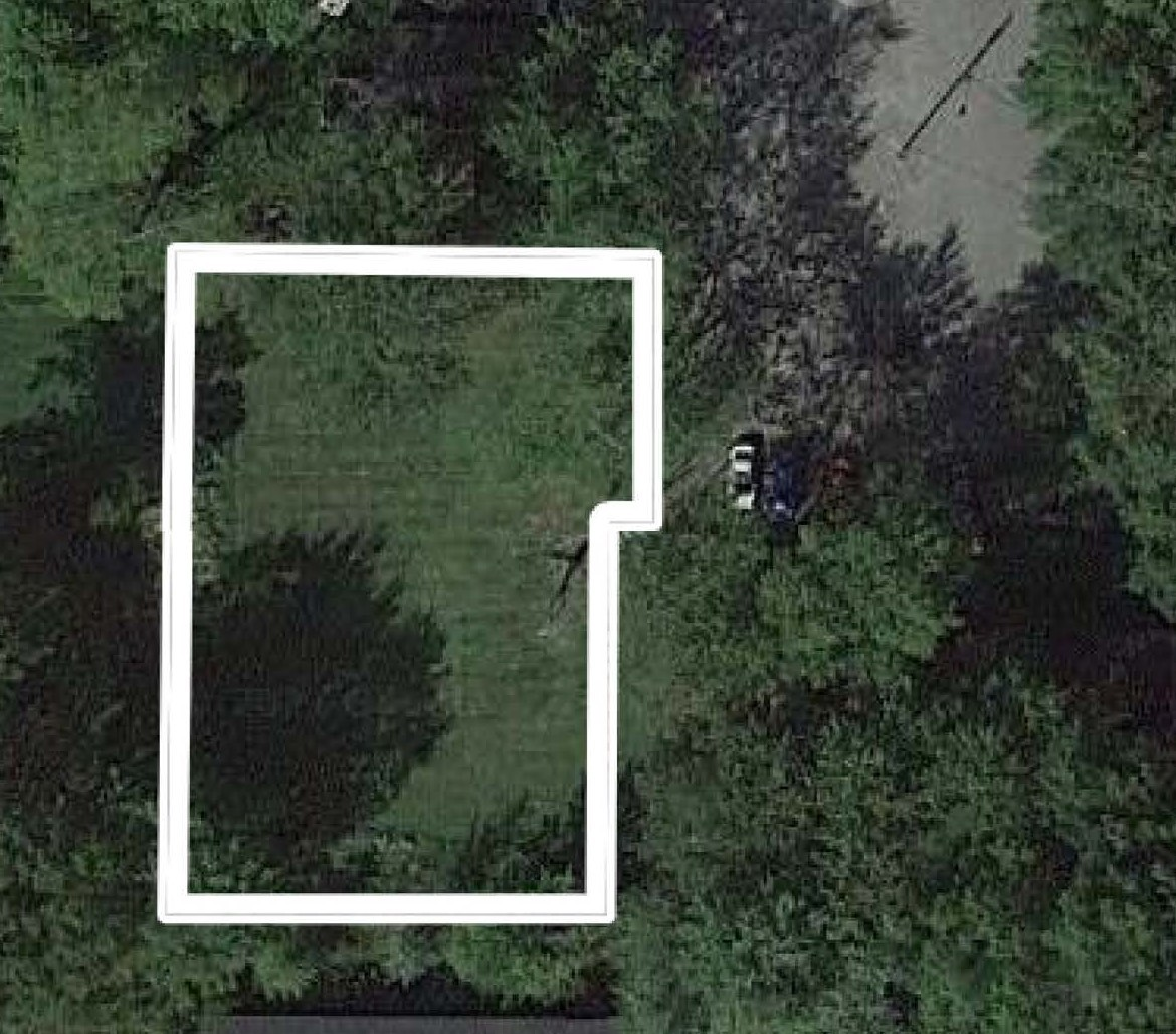 Lot In Maple Grove Park