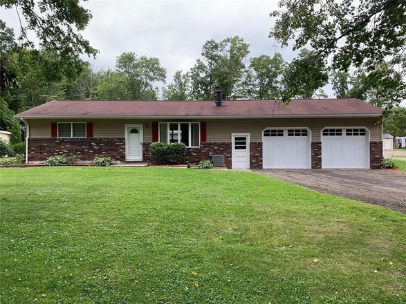 Updated 2-Bedroom House In Conneaut Lake
