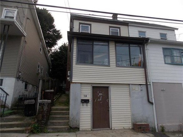 2-Story Multi-Family Home In Lansford
