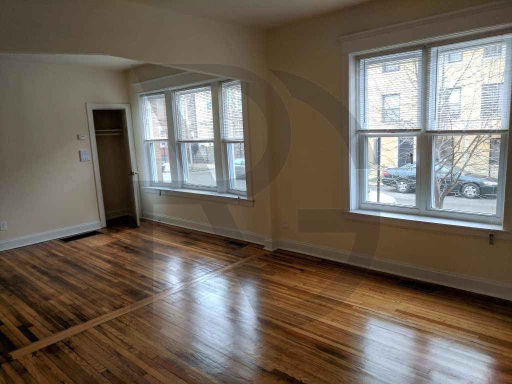 Renovated 2-Bedroom House In Humboldt Park