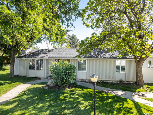 Updated 3-Bedroom House In North Central Taylorsville