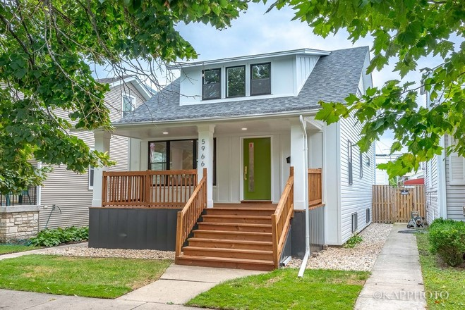 Sophisticated 4-Bedroom House In Jefferson Park