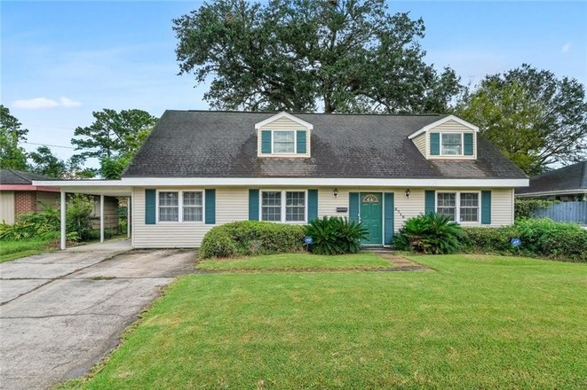 Updated 5-Bedroom House In Old Aurora