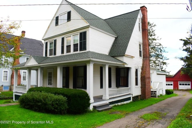 2-Story House In Montrose