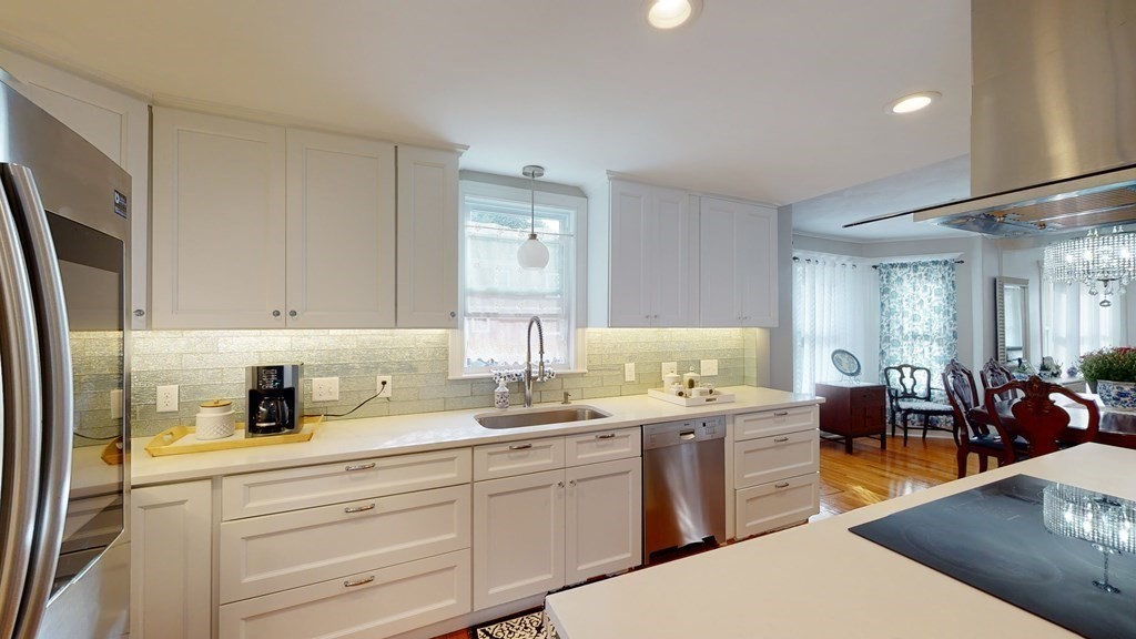 Renovated 4-Bedroom House In Cliftondale