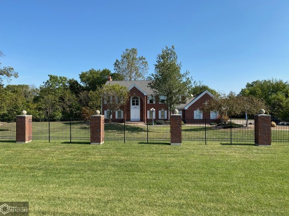 Updated 5-Bedroom House In Fort Madison
