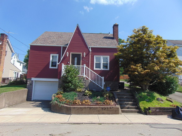 Remodeled 2-Bedroom House In Connellsville