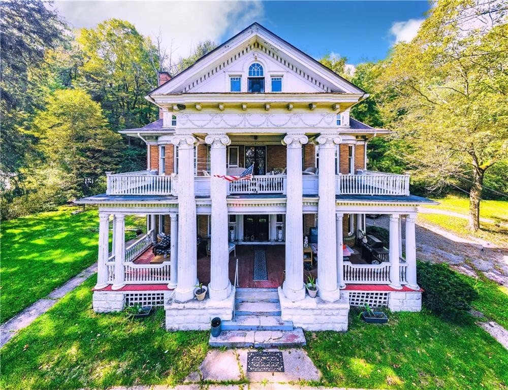 3-Story House In Meadville