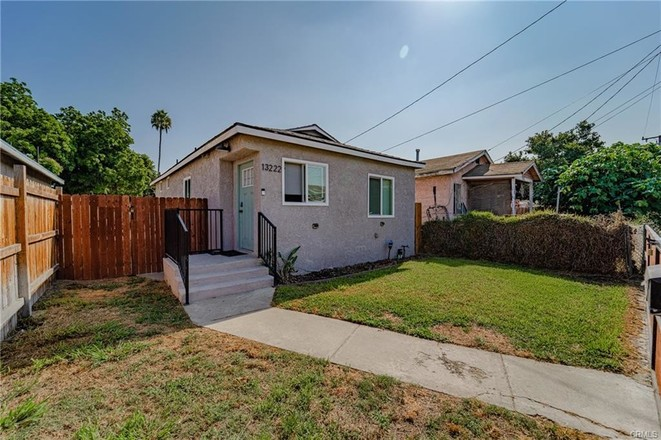 Remodeled 3-Bedroom House In Willowbrook