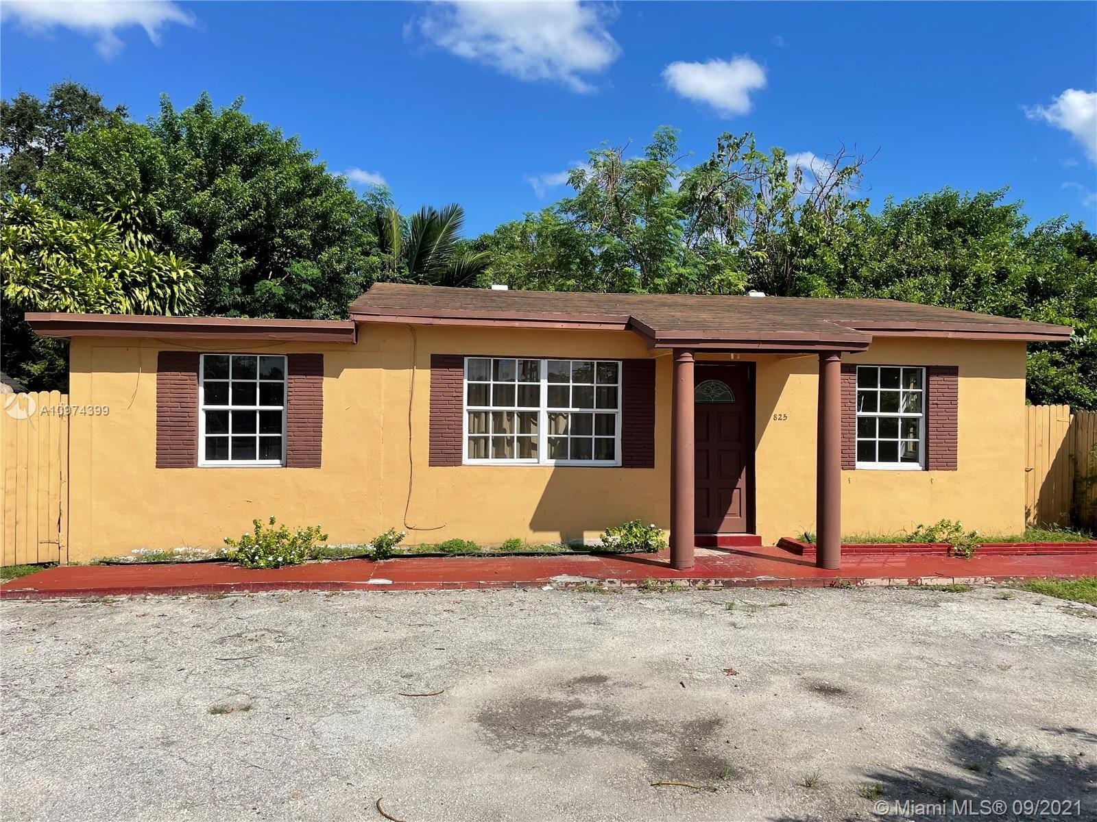 Updated 3-Bedroom House In Beverly Park