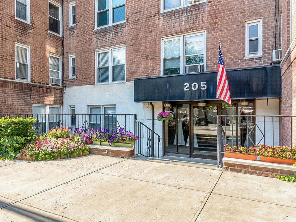 Updated 1-Bedroom House In Bronx