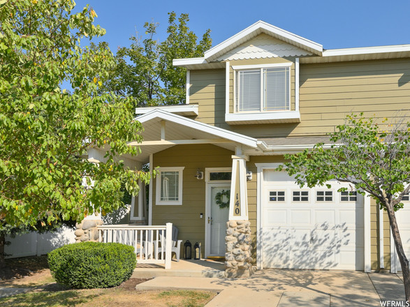Updated 3-Bedroom Townhouse In North Towne Station